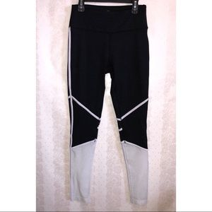 Mondetta high wasted black and white leggings